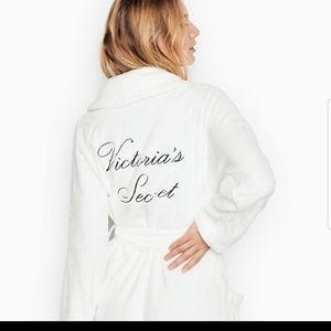 Victoria secret bath robe  new never use